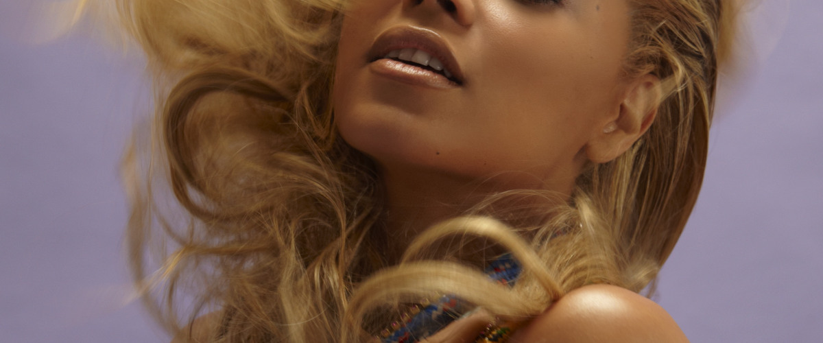 Beyonc? Announces She Is Pregnant With Twins